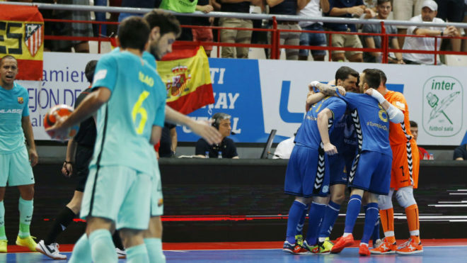 Los jugadores del Movistar Inter celebran el primer gol del partido.