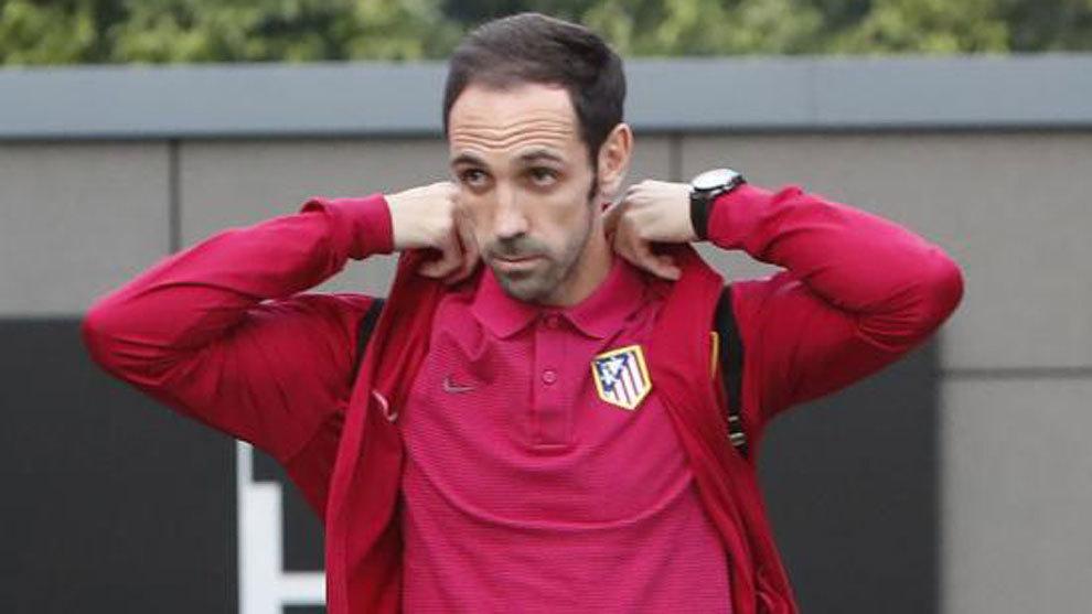 Juanfran, en la llegada al hotel de concentración del Atlético en...