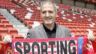 Paco Herrera en su presentación con el Sporting