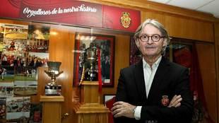 Monti Galmés posa para MARCA en la sala de trofeos del Iberostar...