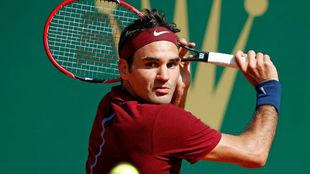 Federer pega de rev�s