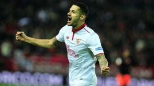 Vitolo celebra un gol con el Sevilla la pasada temporada.