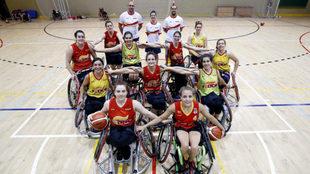 La selección femenina de baloncesto en silla posa para MARCA en el...