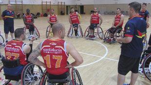 La selección masculina de baloncesto en silla en un entrenamiento.