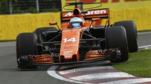 Alonso se sube a un piano en el circuito de Montreal.
