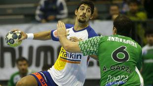 El lateral izquierdo Arnau García en un partido con el Granollers...