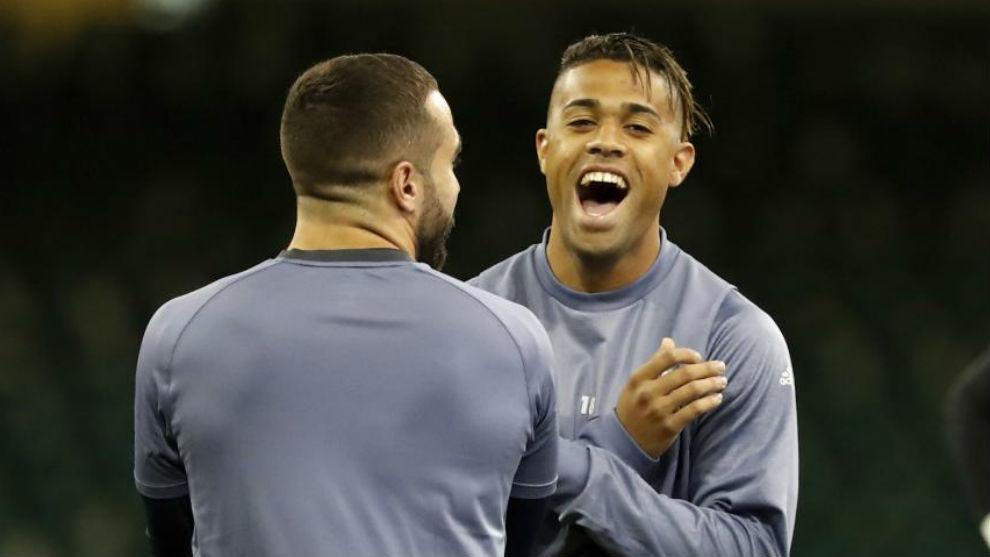 Mariano riéndose junto a Carvajal.