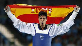 Joel González celebrando la medalla de bronce en los Juegos de Río.