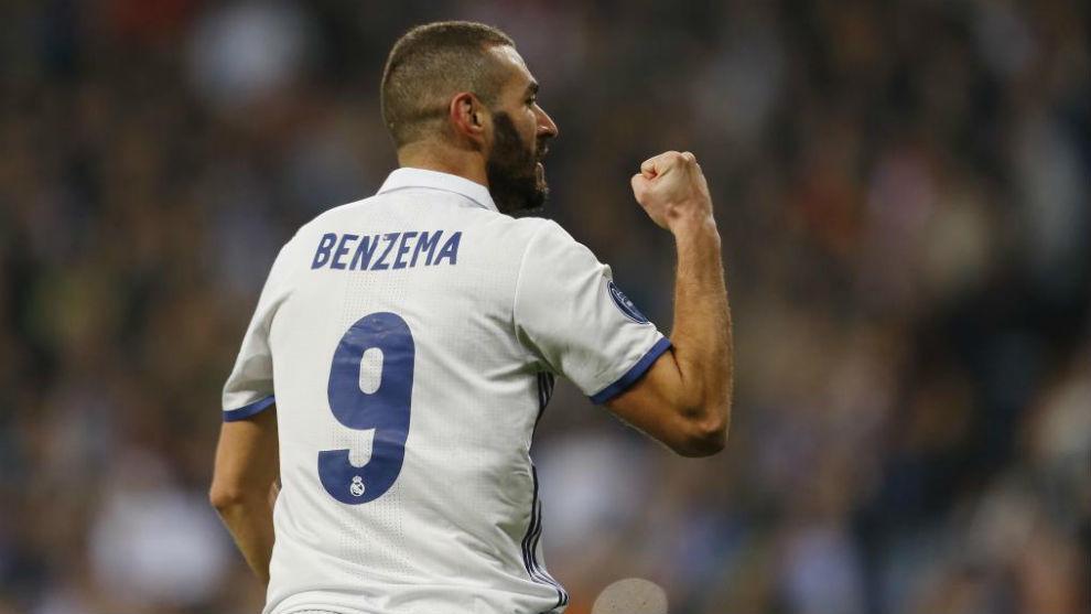Benzema celebrando un gol.
