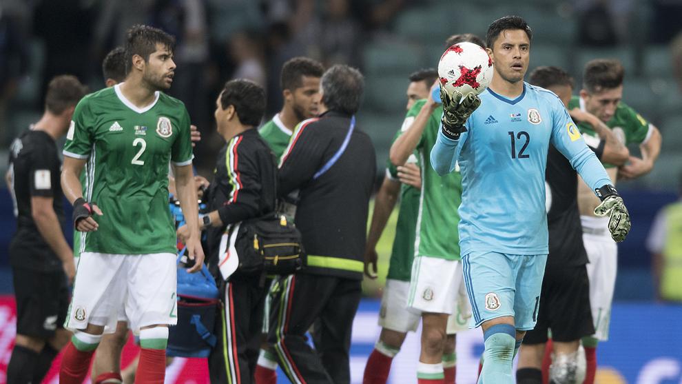 Araujo y Talavera, tras el partido contra Nueva Zelanda.