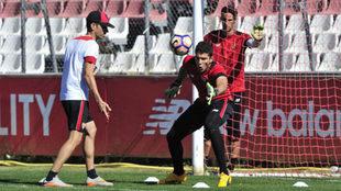 David Soria, durante un entrenamiento con el Sevilla