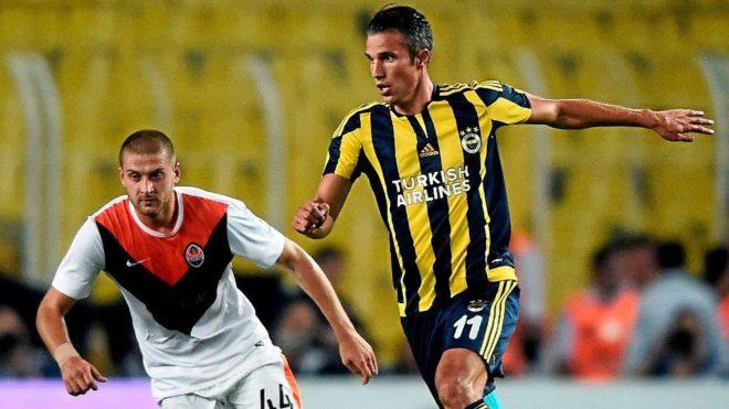 Van Persie, junto a Rakitskiy en un Fenerbahçe-Shakhtar.