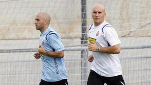 Manolo González hace trabajo de recuperación con Iván de la Peña.