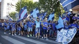 La afición del Getafe recibió al equipo a lo grande antes del...
