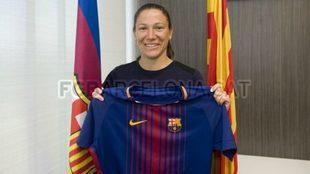 Elise Bussaglia posa con la camiseta del equipo blangurana.