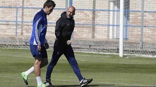 Zapater abandona un entrenamiento del Zaragoza con molestias junto al...