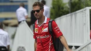 Vettel llega al circuito urbano de Bak�.