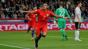 Alexis Sánchez celebra su gol a Alemania.