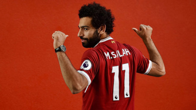 Salah posa con la camiseta del Liverpool.