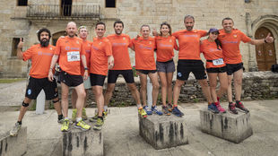 Los corredores del equipo Redegal al llegar a Galicia.