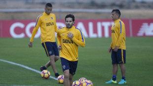 Gago entrenando con Boca en Sevilla