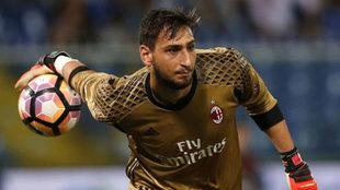 Donnarumma, en acción durante un partido con el AC Milan