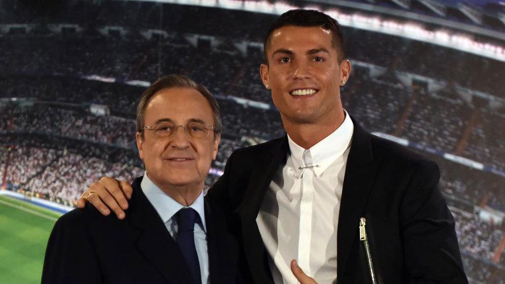 Cristiano Ronaldo y Florentino durante un acto del club