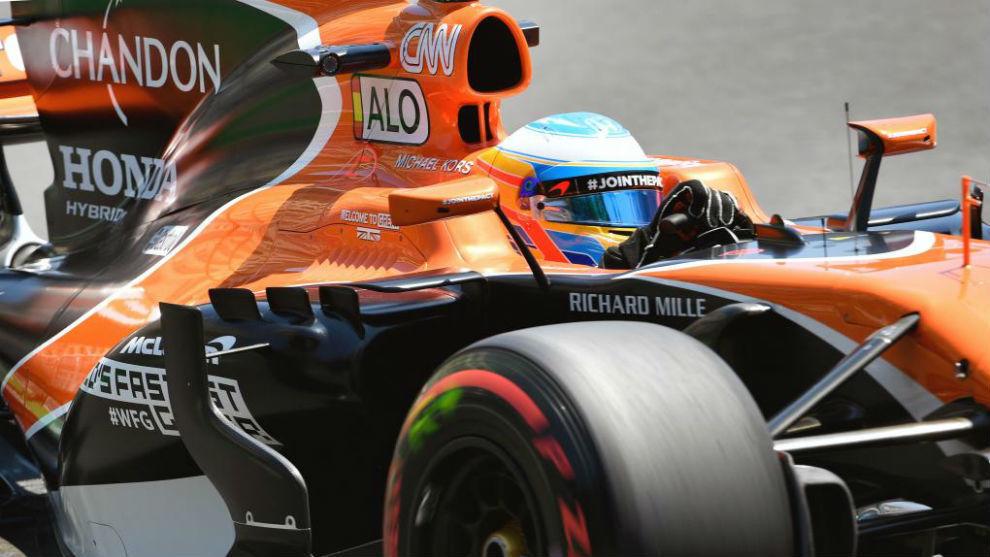 Fernando Alonso, durante los entrenamientos de Bakú