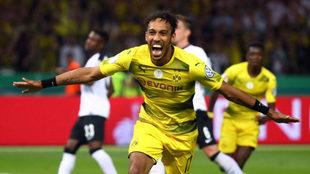 Aubameyang, celebrando un gol con el Dortmund