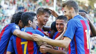 Varios jugadores celebran uno de los goles conseguidos en Santander