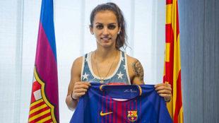 Andonova posa con su nueva camiseta