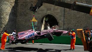 Hubo que retirar el auto de Pérez en grúa del circuito