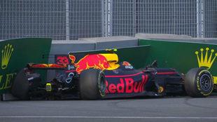 Verstappen estrelló su Red Bull tras conseguir el mejor tiempo de los...