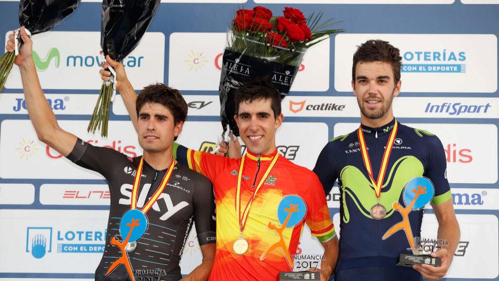 El podio masculino: Landa, Castroviejo y Herrada.