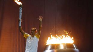 Ceremonia de encendido del pebetero en la inauguración de los Juegos...