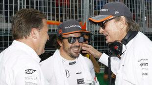 Zak Brown, Fernando Alonso y Mansour Ojjeh en el pasado GP de Canadá.