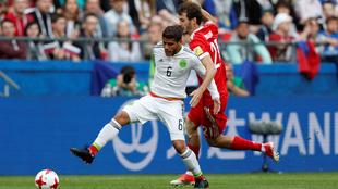 Jonathan dos Santos durante el partido ante Rusia.