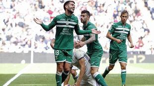 Insua protesta durante un partido con el Leganés.