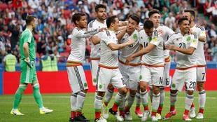 El Tri en el festejo del gol de Héctor Moreno, que a la postre sería...