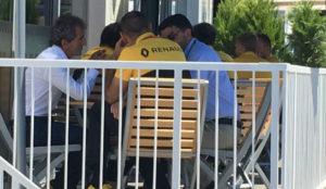 Luis García-Abad (derecha), charlando hoy con Alain Prost y Cyril...