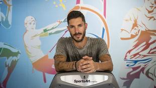 Álvaro Cejudo posa para MARCA en el Sportplus Center de Mairena del...