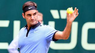 Roger Federer durante un partido en el torneo de Halle.