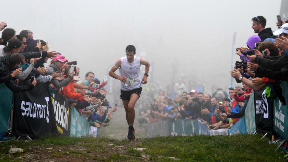 Kilian Jornet en su llegada a la meta en el Mont Blanc.