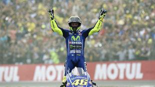 Valentino Rossi celebra su victoria en Holanda.