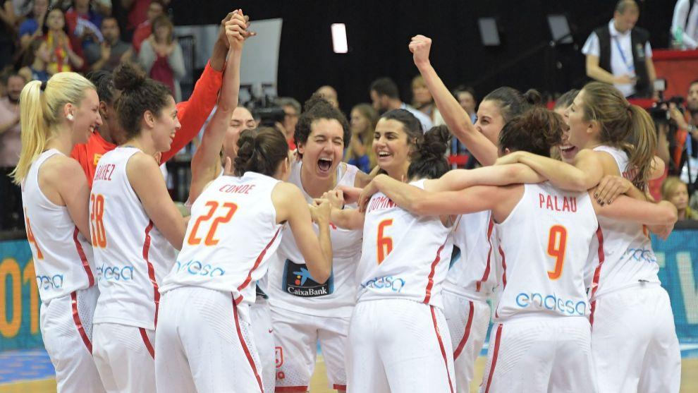Las jugadoras celebran la victoria