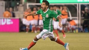 Jesús Corona, durante un partido de la Selección Mexicana.