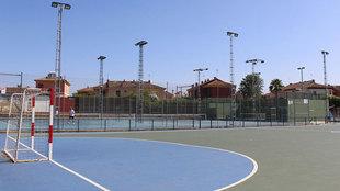 La pista del polideportivo de Gines donde falleció Eduardo Tirado