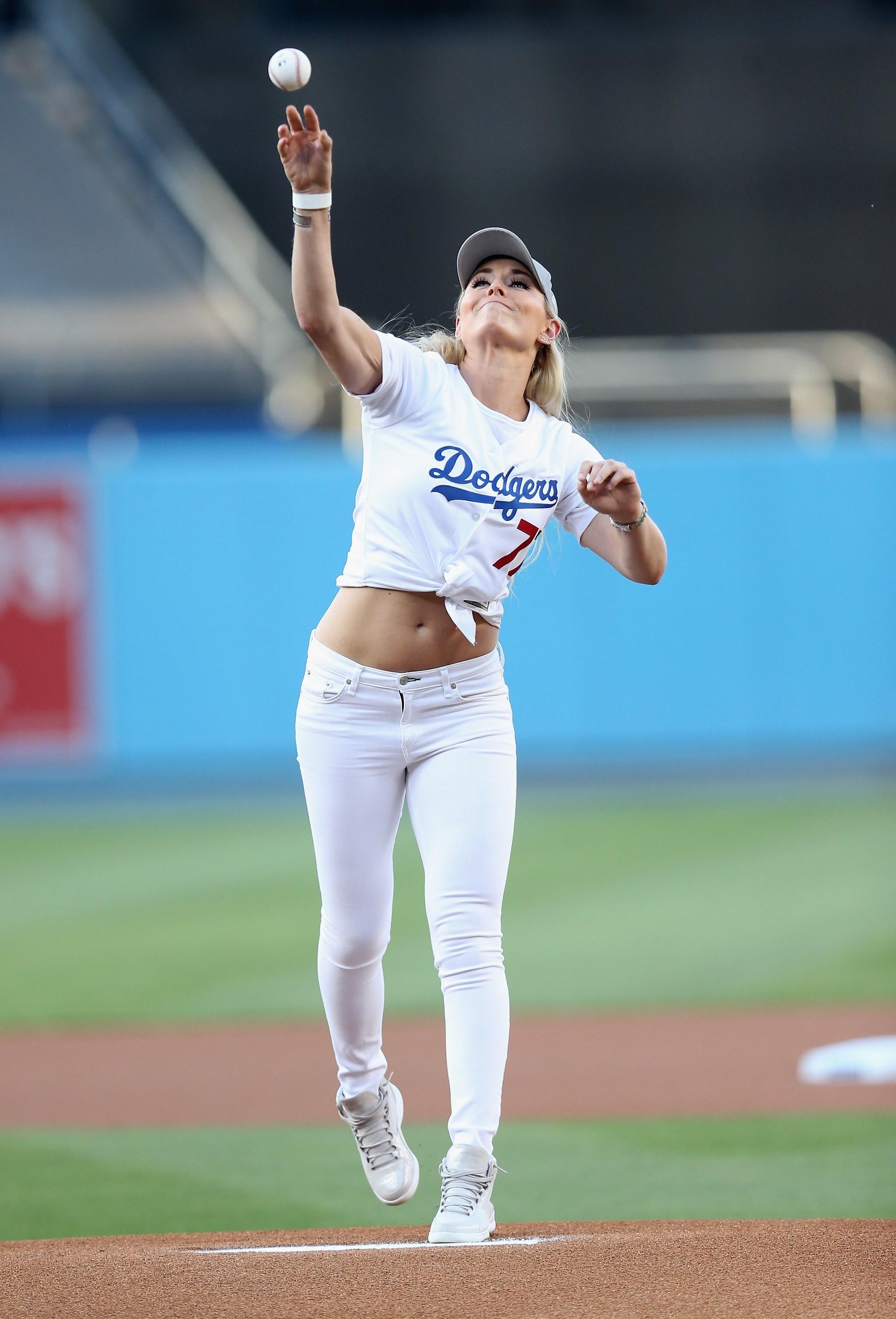 Lindsey Vonn realizó el 'first pitch' del partido de la MLB entre...
