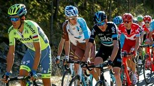 Alberto Contador y Chris Froome durante una etapa de la Volta a...