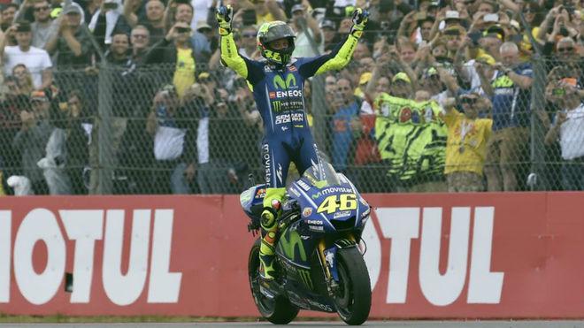 Rossi celebra su victoria en el Gran Premio de Holanda.